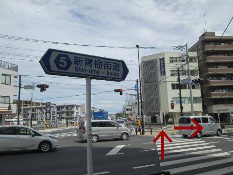 交差点を渡って右折