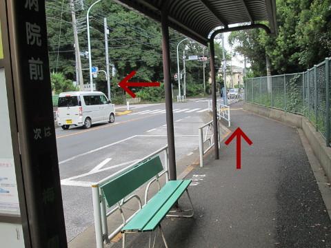 東京病院北バス停近くの交差点
